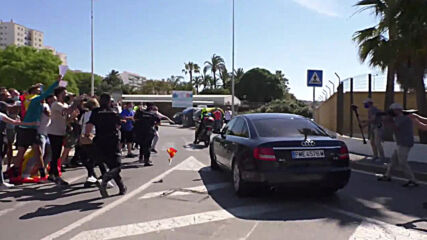 Spain: Residents react angrily to PM Sanchez's arrival in Ceuta amid migrant situation