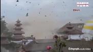 Зловещият момент, в който стотици птици се разлитат във въздуха при мощния трус в столицата на Непал