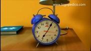 У дома часовник трака - детска песничка (будилник, с текст)