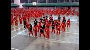 Затворници танцуват на Gangnam Style