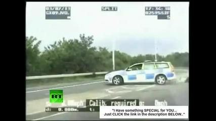 Полицай бе отнесен от автомобил, но се съвзе и залови нарушителя