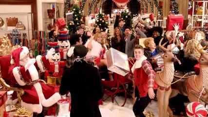 Страхотна Коледна Песничка!!!! Justin Bieber - Mariah Carey All I Want For Christmas Is You ..