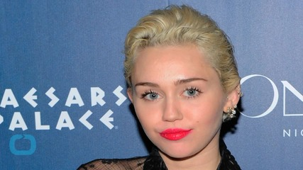 Miley Cyrus and Ariana Grande Perform a Cover of Crowded House's