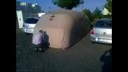 Едно брилянтно решение за тези, които не разполагат с гараж! Не е ли страхотно а!?