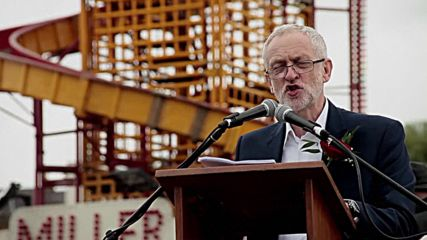 UK: Corbyn cheered by thousands of supporters at Durham Miners' Gala