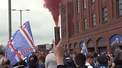 UK: Rangers fans flout COVID restrix at Scottish title win celebration in Glasgow