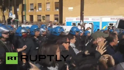 Italy: Students scuffle with police over university closure