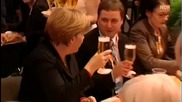 Ангела Меркел залята с бира