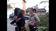 Шок !!! Български Ученички се бият за мъж в междучасие!!!!