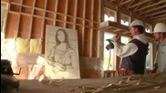 Човек рисува Мона Лиза с пирони
