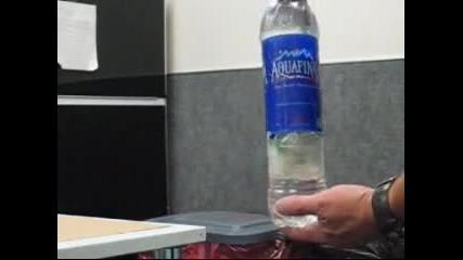 Жесток номер с бутилка от минерална вода