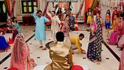 Сантош и Арун ; Емили и Мохит ; Сандия и Сурадж ; Мена танцуват