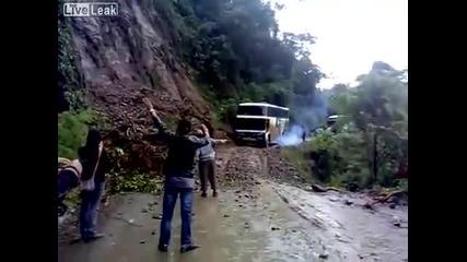Ужасен Инцидент ! Автобус пада в пропаст !!!