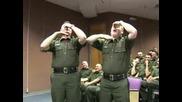 Полицаи Свирят Като Гайди (смях)