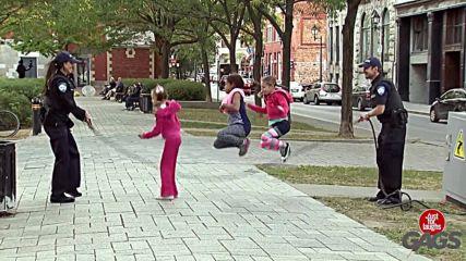 Смях!! Деца скачат на електрически кабел / Just For Laughs Gags /