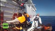 Италианската брегова охрана спаси 220 нелегални имигранти в Средиземно море