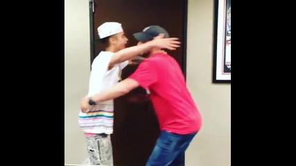 Джъстин и Скутър пеят I will always love you . @justinbieber - Bromance is Okay (instagram)