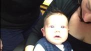Реакцията на бебе за първи път чуващо звуци с помощта на слухов апарат !