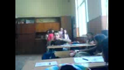 Момичета От 4 А Клас Танцуват