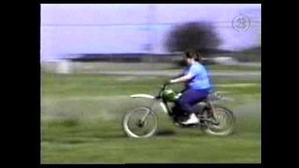 Мотоциклетистка - Скача Без Да Иска