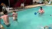 Не скачайте в басейна след ядене !!!