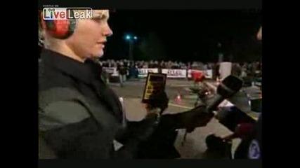 Мъж задържа с ръцете си Ламборджини 7 секунди!