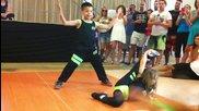 Деца танцуват страхотно салса