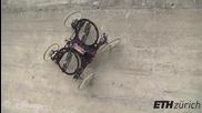 Изобретиха робот, който се катери по стени!