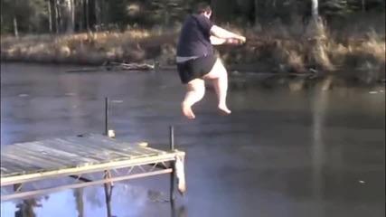 Гравитационно Подсилен Човек Прави Скок В Леда!!!