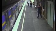 Влак прегазва бебе в количка докато майката гледа с ужас.