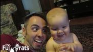 Бебе изпълнява неща казани от баща му!