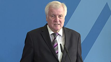 Germany: New BAMF chief to 'restore confidence' after asylum scandal - Seehofer