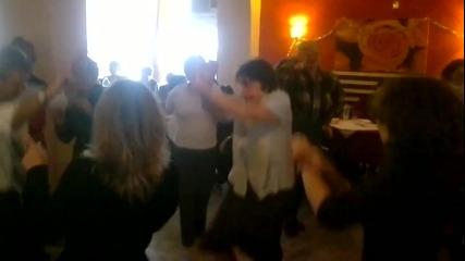 Бг баби танцуват Gangnam Style