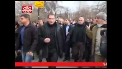 Народът освирка президента Росен Плевнелиев