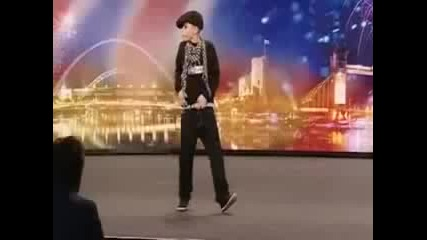 Britains Got Talent - 11 годишно момче брейкър rasim