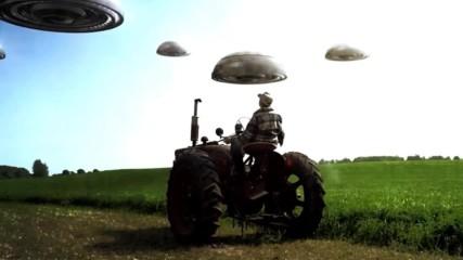 Загадачни летящи обекти ужасяват фермер в Канада