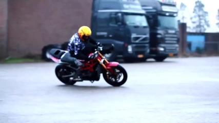 Мотивиращо видео! stunter 13 един много добър мотоциклетист