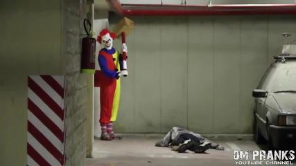 Клоун плаши хората (жестока шега)