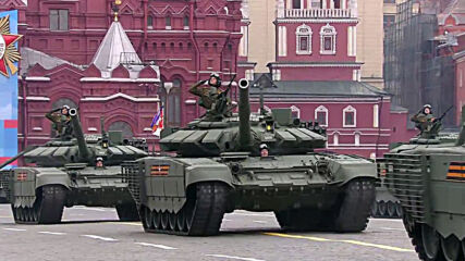 Russia: Heavy military hardware rolls through Red Square on V-Day