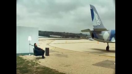 Най - лудите изпълнения зад двигателя на самолет