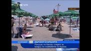 Полицаи по бански на плажа в Бургас