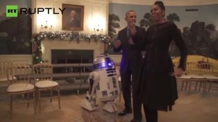 Мишел и Барак Обама танцуват с имперските щурмоваци от