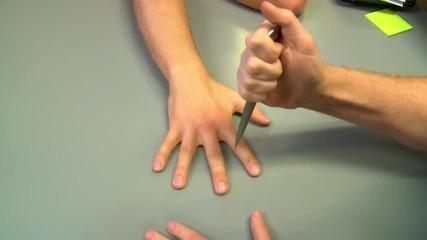 Пичове правят страхотни трикове с ножове