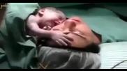 Новородено отказва да остави майка си!
