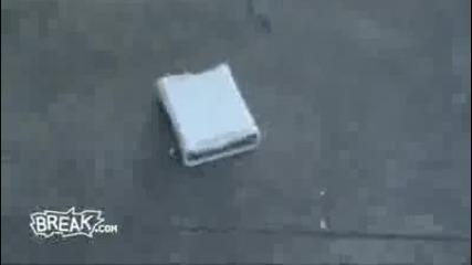 Момиче чупи Xbox - a на гаджето си