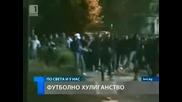 Полицаи бягат от феновете на Левски