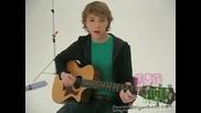 Стърлинг свири на китара
