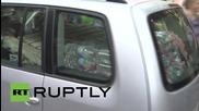Германия: Берлинчани работят рамо до рамо с бежанците за да преборят жегата