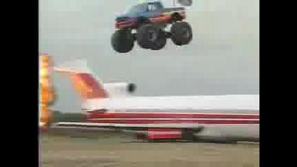 Огромен Скок С Monster Truck