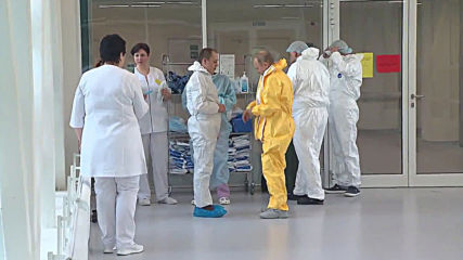 Russia: Putin visits hospital housing coronavirus patients